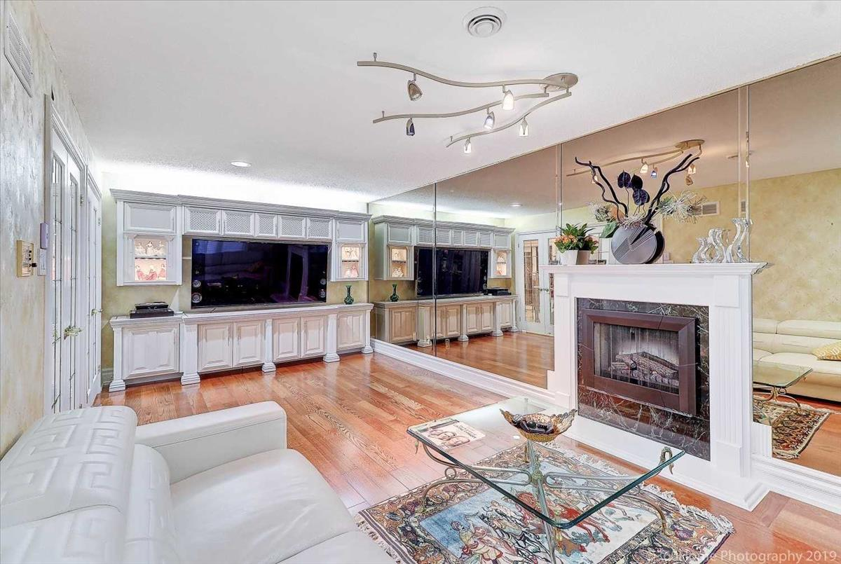 24 Majesty Crt Vaughan Marc Fakhrai